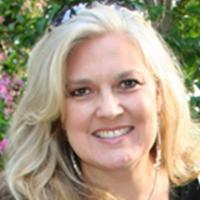Kelly Ditta Headshot
